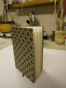 Hand-Buch in Leinen mit Linoldruck